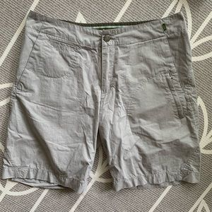 REI // Womens Casual 9 inch Inseam Shorts - Size 8